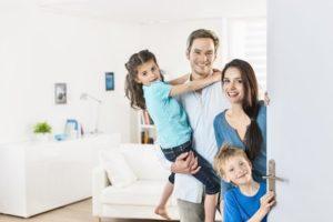 rodzina-w-swoim-mieszkaniu