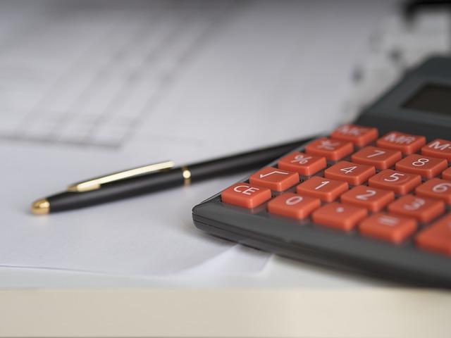 kalkulacja kredytu w dwóch wariantach: niska marża i brak prowizji
